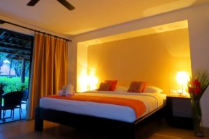 deluxe_room_king_size_bed_03