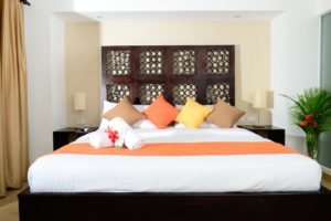 deluxe_room_king_size_bed_04